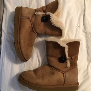 UGG Bailey Button Boots Chesnut Brown